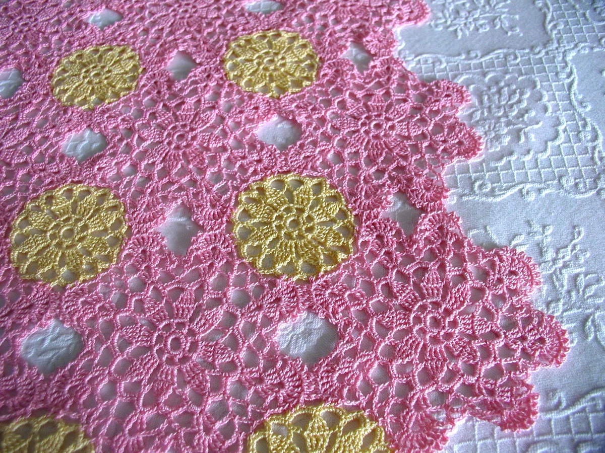 Rose Pink Tea4Two square lace tablecloth - Tè in Rosa tovaglietta da tè in pizzo crochet classico