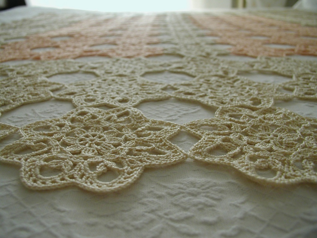 "Charmant Lace Afghan in Soft Colors - Coperta arredo in pizzo crochet classico ""Charmant"""