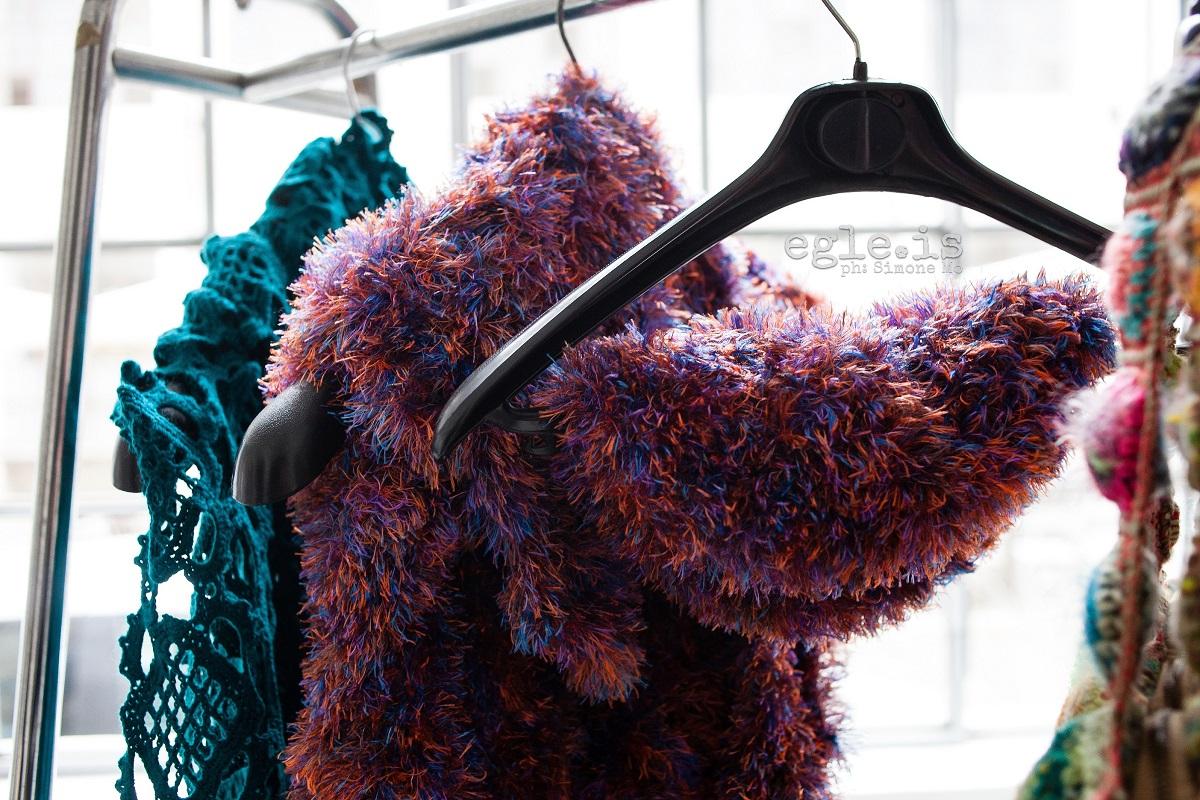 Fascinating! Oversized Crochet Lace Stole in Deep Green - Fascinosa! maxi stola crochet verde cupo
