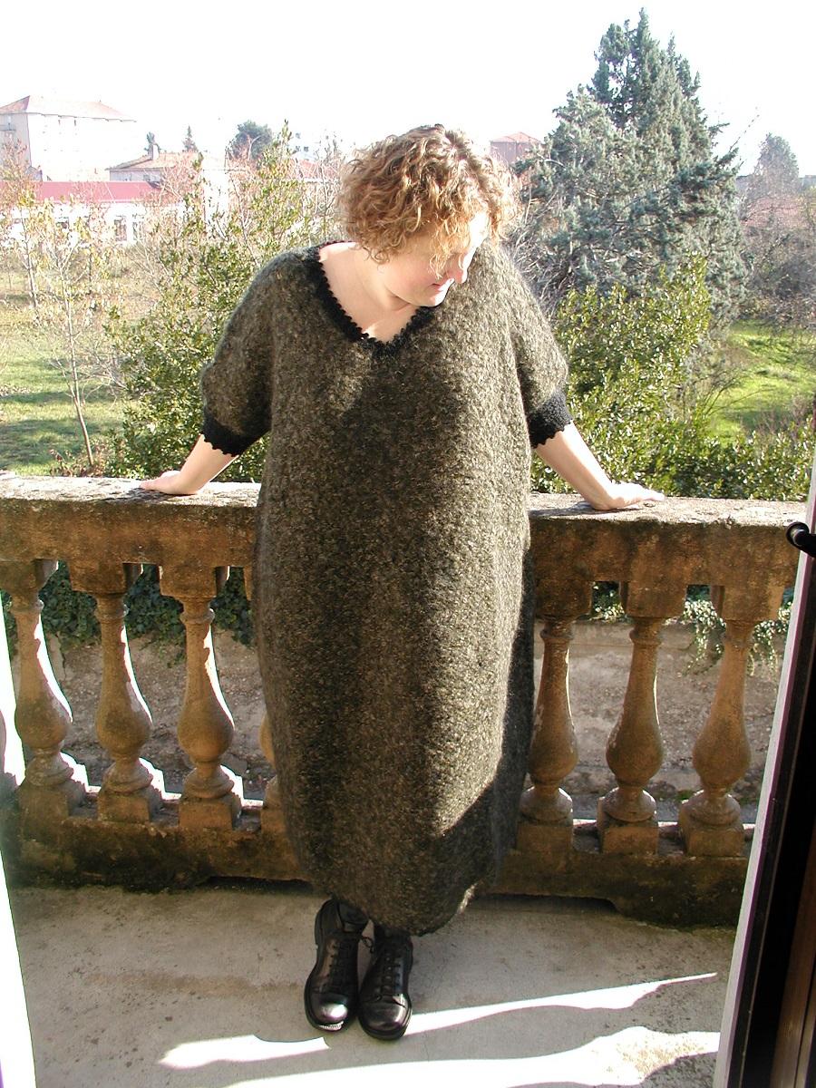 "Winter Moss Oversized Hand-Knitted Dress - Maxi abito in maglia ""Muschio d'Inverno"""