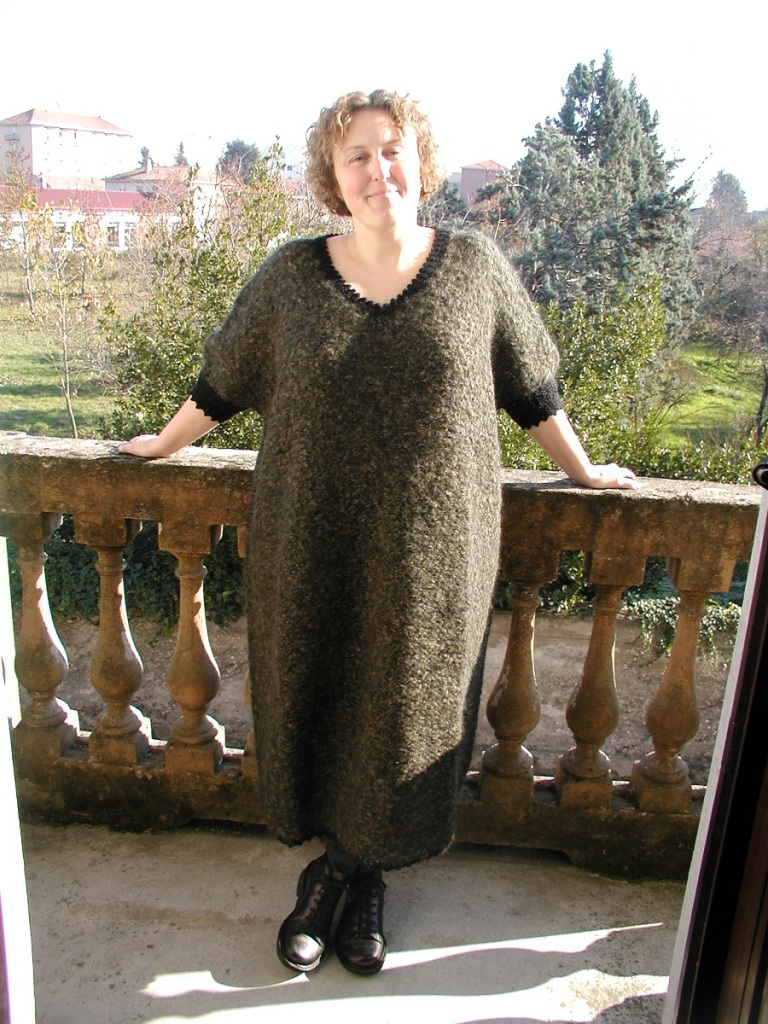 "Winter Moss Oversized Hand-Knitted Dress - Maxi abito in maglia ""Muschio d'Inverno"""