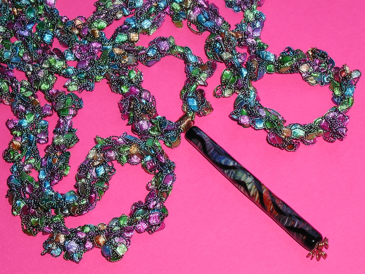 """Light in the Cathedral Crochet Necklace with Artistic Hand-Lampworked Glass Bead - Collana crochet con perla in vetro artistico lavorato a mano """"Luce Nella Cattedrale"""""""