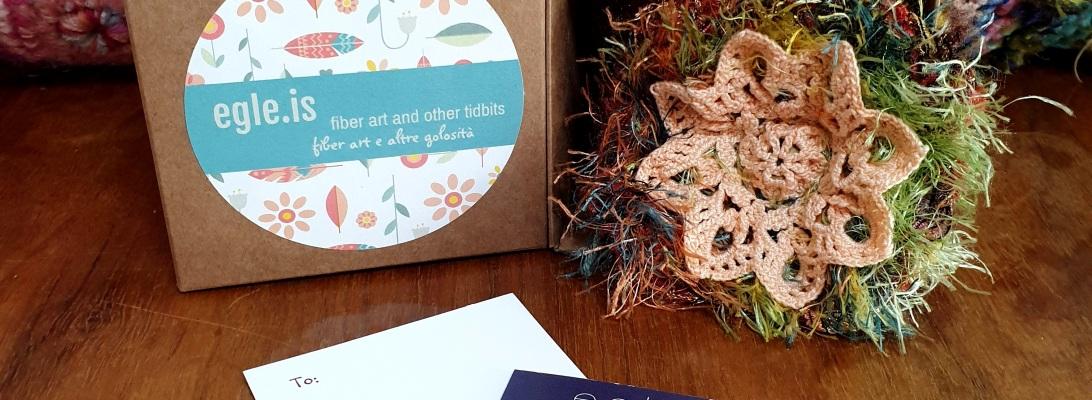 Abstract Flower #10 RRR Fiber Art Brooch - Fiore Astratto #10 spilla fiber art RRR