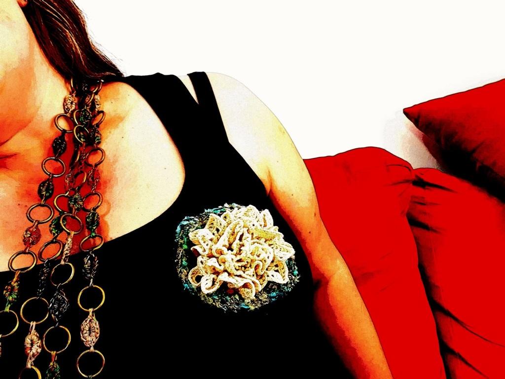 Abstract Flower #18 RRR Fiber Art Brooch - Fiore Astratto #18 spilla fiber art RRR