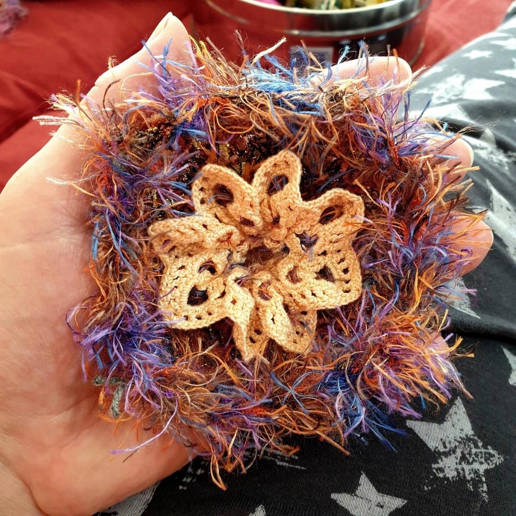 Abstract Flower #26 RRR Fiber Art Brooch - Fiore Astratto #26 spilla fiber art RRR