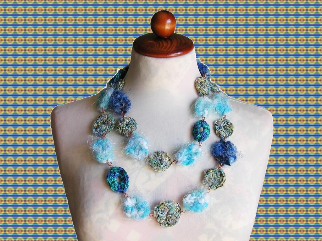 "Queen of the Snow Fibert Art Necklace - Collana fiber art ""Regina delle Nevi"""