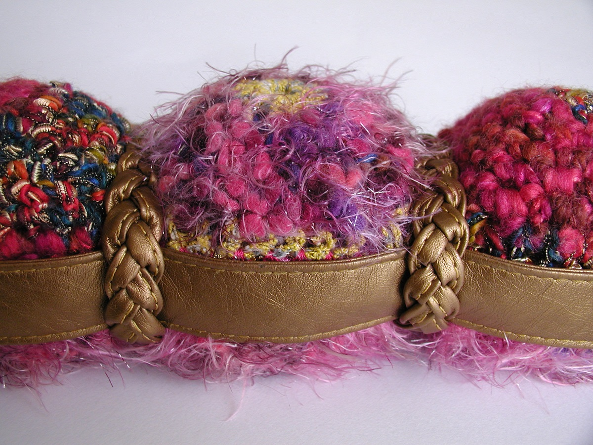 Mini Bag Made with Yarn and Other Materials - Mini borsa realizzata con filati e altri materiali