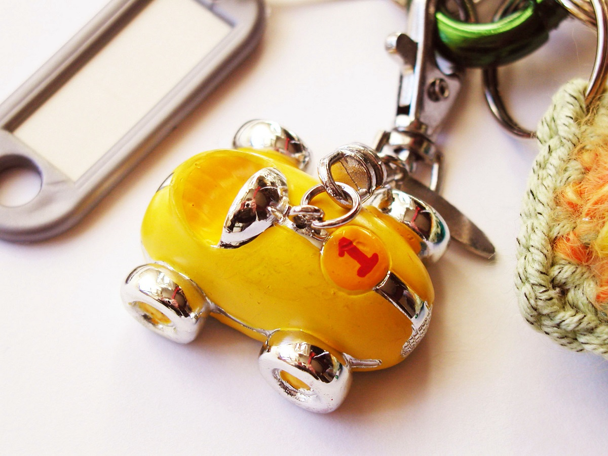 Little Yellow Race Car Whimsical Keychain - Automobilina Gialla portachiavi fantasia